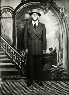 vintagegal: Unknown fashionable man in Harlem, New York c. Vintage Photographs, Vintage Photos, Vintage Black Glamour, Vintage Men, Vintage Room, Vintage Beauty, Harlem New York, Costa, African American Culture