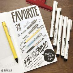 今回は雑誌の表紙っぽい日記を書いてみました(^^) 写真を撮って、A4の1/4で印刷。少し角丸に切りました。 最近ゲットしたプラスのはさみ。フッ素コートされたマットなブラックが格好いい~。 スティック Art Studio Room, Diary Planner, Hobonichi, Brush Pen, Handwriting, Doodles, Notebook, Bullet Journal, Notes