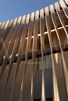 British Embassy Algiers Algeria Mc Aslan and Partners - twisted timber screen close up Building Skin, Building Facade, Building Design, Screen Design, Facade Design, Exterior Design, Design Design, Wooden Facade, Wooden Screen