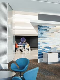 San Francisco International Airport  with Egg™ and Swan™ chairs, designed by Arne Jacobsen.