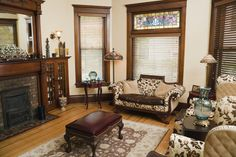Victorian Living Room Design Revivals of the Victorian Era: Gothic and Rococo Antique Living Rooms, Victorian Living Room, Victorian Interiors, Modern Victorian, Victorian Design, Victorian Decor, Living Room Interior, Victorian Homes, Victorian Era