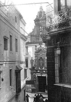 Esta Capilla perteneció al gremio de carpinteros, su construcción fue realizada en dos etapas entre los años 1699 y 1766. Es una de las mejores representaciones del Barroco Sevillano.    https://es.foursquare.com/item/5260572e11d23f2f65700f4e