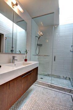 meuble salle de bain bois douche italienne et sous lavabo avec rangement