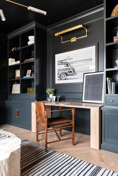 This is perhaps the most stylish home office we've ever seen. It's located in studio McGee founders' house, who often work from home and need a suitable ✌Pufikhomes - source of home inspiration Office Built Ins, Built In Desk, Built In Bookcase, Home Office Space, Home Office Decor, Home Decor, Office Ideas, Home Office Lighting, Home Office Paint Ideas