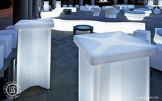 les-led-cocktail-table