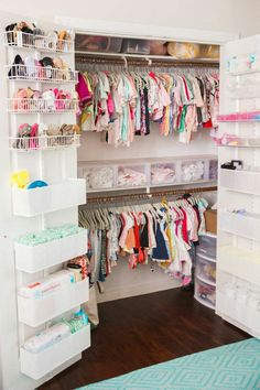 Keep your baby's nursery organized with these 11 clever and stylish nursery organization ideas. Related posts:disney baby nursery ideasDecorate your baby girl's nursery beautifully with these light colors: blush. Baby Bedroom, Baby Room Decor, Room Baby, Bedroom Kids, Trendy Bedroom, Baby Girl Bedroom Ideas, Room For Baby Girl, Nursery Ideas Girls, Baby Room Ideas For Girls