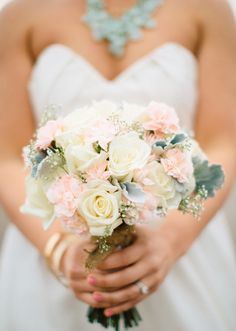 pastel wedding bouquet | photo by Anna Jaye | 100 Layer Cake