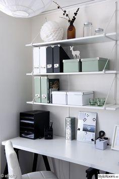 hyllor,vägghylla,lådor,förvaring,kontor,arbetsrum,arbetshörna