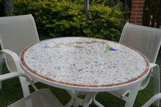 Mesa feita em mosaico de mármore