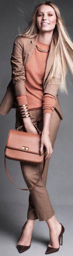 Stilbewusst! Business-Outfit in Beige und Lachs (Farbpassnummer 2 und 7) Kerstin Tomancok Farb-, Typ-, Stil & Imageberatung