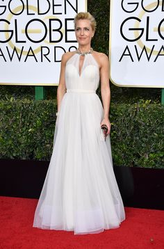 Golden Globes 2017: Fashion—Live From the Red Carpet - Gillian Anderson in a Jenny Packham dress and Sophie Hulme clutch