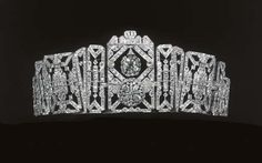 Can we bring tiaras back as a perfectly normal accessory? Because I would really like to wear one, especially one like this 1925 beauty.