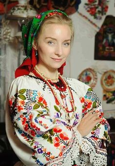 Women from Ukraine and Russia are looking for good, honest and reliable men like you! Folk Fashion, Ethnic Fashion, Ukraine, Romanian Women, Eslava, Hippy Chic, Folk Embroidery, Folk Costume, World Cultures