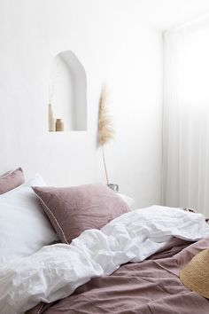 Turn your bedroom into a cozy getaway with linen bedding in dusty pink. The subtle pink shade will add calm and a sense of serenity. Discover our woodrose linen sheets collection. Bedroom styled by Villa Styling (IG: Linen Sheets, Bed Linen Sets, Linen Pillows, Linen Bedding, Bedding Sets, Pink Bedroom Set, Dusty Pink Bedroom, Bedroom Decor, Bohemian Interior Design