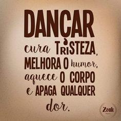 Você nunca será velho demais para dançar. Você ficará velho quando para de dançar para Whatsapp e Facebook dos amigos.