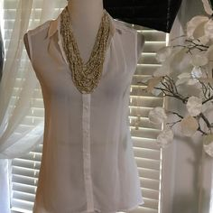 H&M TOP Beautiful white top , asymmetrical bottom , made of polyester, excellent condition H&M Tops Blouses