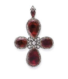 AN ANTIQUE GARNET AND DIAMOND CROSS PENDANT early 19th century