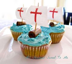 MAKE COLUMBUS DAY CUPCAKES with your nursing home residents by adding blue frosting, paper, toothpicks, and Tootsie Rolls to plain cupcakes. Columbus Day, Teaching First Grade, Kindergarten Activities, Preschool Ideas, Pirate Party, Memorial Day, Cupcake Cakes, Sweet Treats, October