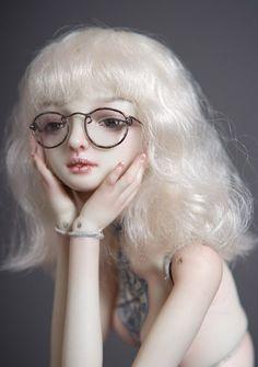 Marina Bychkova dolls - she looks so cute with glasses! Pretty Dolls, Cute Dolls, Beautiful Dolls, Barbie, Marina Bychkova, Sweet Station, Enchanted Doll, Turquoise Flowers, Doll Parts
