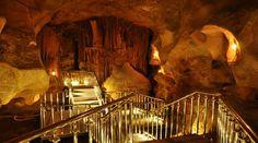 Taşkuyu mağarası/Tarsus/Mersin/// Taşkuyu mağarası, Mersin ili Tarsus ilçesi, Taşkuyu Köyü'nün yaklaşık 10 km kuzeybatısında bulunan mağara. Taşkuyu Mağarası; permo-karbonifer yaşlı mermerler ile bunları örten miyosen yaşlı kireçtaşları dokanağında gelişmiştir.