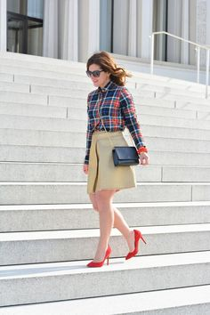 A Lily Love Affair: Holiday Style: The Gold Tweed Skirt    @BananaRepublic #holidaystyle #ootd