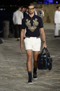 See all the looks from Dolce & Gabbana Alta Moda Fall/Winter Male Fashion Trends, Fashion Week, Runway Fashion, Fashion Show, Men's Fashion, Gold Fashion, Fashion Vintage, Mens Golf Fashion, Domenico Dolce & Stefano Gabbana