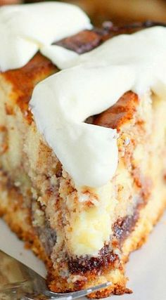 Cinnamon Roll Cheesecake Things that look good to eat: Cinnam. - Cinnamon Roll Cheesecake Things that look good to eat: Cinnamon Roll Cheesecake - Cinnamon Roll Cheesecake, Cheesecake Recipes, Cheesecake Bars, Coffee Cheesecake, Cheesecake Cupcakes, Mini Cupcakes, No Bake Desserts, Just Desserts, Cheesecake Tradicional