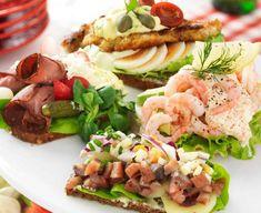 4 sorters smörrebröd – recept   Allas Recept 300 Calorie Lunches, Open Faced Sandwich, 300 Calories, Canapes, Antipasto, Chutney, Cobb Salad, Entrees, Tapas