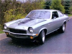 1972 Chevy Vega. I got one of these in 1975 except it was pea Green with glass pack mufflers.