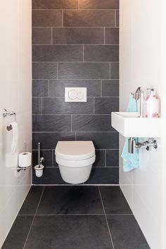 Thrill Your Site visitors with These 14 Charming Half-Bathroom Designs Toilet Tiles Design, Small Toilet Design, Small Toilet Room, Bathroom Design Small, Simple Bathroom, Bathroom Interior Design, Guest Toilet, Bad Inspiration, Bathroom Inspiration