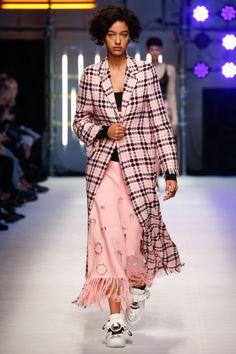 MSGM Spring 2016 Ready-to-Wear Fashion Show - Marjan Jonkman