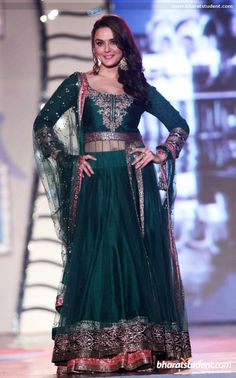 The popularity of Anarkali dress pattern can be seen in bollywood. Bollywood anarkali suits are becoming very common view on the TV. There is lots of bollywood actress which are seen in Different anarkali dress pattern. Indian Party Wear, Indian Wear, Indian Style, Indian Ethnic, Indian Dresses, Indian Outfits, Western Dresses, Fashion Week, Fashion Show