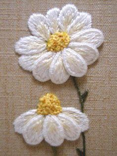 Brazilian Embroidery Tutorial Royal School of Needlework Stumpwork Daisies by Kelley Aldridge Brazilian Embroidery Stitches, Types Of Embroidery, Simple Embroidery, Embroidery Patterns Free, Rose Embroidery, Hand Embroidery Stitches, Silk Ribbon Embroidery, Embroidery Techniques, Embroidery Thread