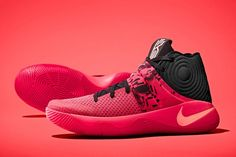 Nike's Upcoming Kyrie 2 Helps Kyrie Irving Defy the Laws of Physics Zapatillas Kyrie Irving, Best Sneakers, Shoes Sneakers, Adidas Mens Sneakers, Black Sneakers, Zapatillas Nike Basketball, Basketball Shoes For Men, Xavier Basketball, Basketball Camps