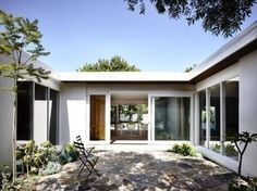 A mid-twentieth century courtyard house was completely transformed by architects Kennedy Nolan, located in Bayside, a suburb of Melbourne, Australia. Australian Interior Design, Interior Design Awards, Front Courtyard, Courtyard House, Courtyard Design, Melbourne, House Front, My House, Kennedy Nolan