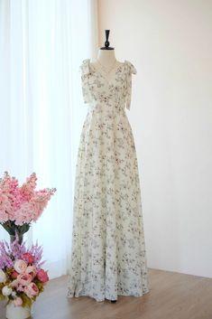 AVERY Floral dress   Keeratika B Different Dresses, Simple Dresses, Cute Dresses, Beautiful Dresses, Prom Dresses, Dress Prom, Elegant Dresses, Floral Bridesmaid Dresses, Bridal Party Dresses