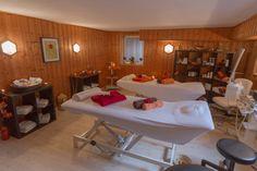 """Relaxen, Schwitzen, Sporteln, Entspannen – das AKZENT Hotel Acamed Resort macht's möglich. Nehmen Sie sich eine Auszeit in unserem Wohlfühl-Wellnessbereich """"Salzkristall"""" und lassen Sie sich von unserer Ganzheitskosmetikerin professionell massieren. Wählen Sie aus einer Vielzahl an Kosmetikbehandlungen und genießen Sie Momente der inneren Ruhe. Unsere Sauna ist täglich für Sie geöffnet und sorgt mit abwechslungsreichen Aufgüssen für pures Wohlbefinden."""