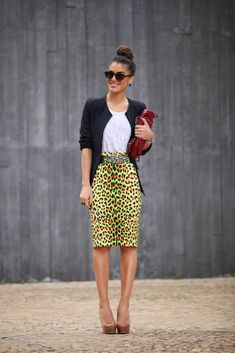 An eccentric skirt with classic pieces, what a lovely combination! http://supervaidosa.com/category/look-do-dia-2/