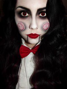 Chica con maquillaje para halloween como saw