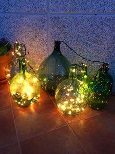 damajuana y luces led!!! buena idea para soporte de árbol navideño!!!