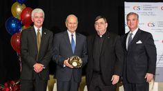 El 4 de Noviembre, el presidente Russell M. Nelson fue honrado en la cena anual del Servicio Comunitario Católico de Utah,