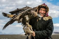 mongol Eagle Face, Way Of Life, Epic Photos, Turkish People, Golden Eagle, Wild Horses, Eagles, Folklore, Eagle Hunting