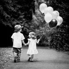 How cute would this be for a family picture! Dad,mom, and toddler holding hands walking and the toddler holding the balloons!