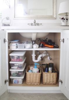 1 week schedule to a clean and organized house Under sink bathroom cabinet organization - extra shelf around piping Bathroom Cabinet Organization, Sink Organizer, Bathroom Cabinets, Bathroom Storage, Bathroom Interior, Home Organization, Bathroom Vanities, Under Cabinet Storage, Restroom Cabinets