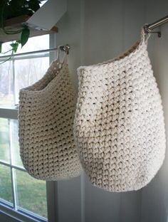 yes, have some.: Crocheted Toy Cocoon Bag Pattern (note to self: here's the pattern for my laundry room bag)