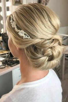 30 Awesome Wedding Bun Hairstyles wedding bun hairstyles blond bun with headpie. - 30 Awesome Wedding Bun Hairstyles wedding bun hairstyles blond bun with headpiece janniebaltzer - Romantic Wedding Hair, Hairdo Wedding, Wedding Hair And Makeup, Wedding Bride, Wedding Dresses, Wedding Themes, Wedding Colors, Unique Wedding Hairstyles, Creative Hairstyles