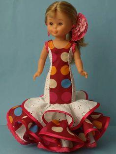 NANCY  FLAMENCA .- Vestidos Nancy, Nancy Doll, American Girl Crafts, Girl Doll Clothes, Cute Dolls, Barbie Dolls, Baby Car Seats, Diy And Crafts, Costumes