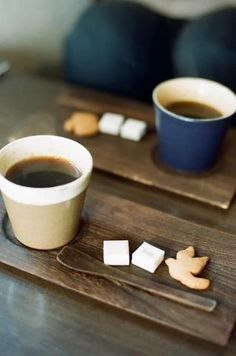 coffee with sugar and a cookie