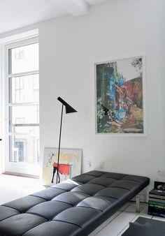 Poul Kjærholm daybed edited by Fritz Hansen + Arne Jacobsen floor lamp edited by Louis Poulsen Danish Furniture, Modern Furniture, Furniture Design, Eames Furniture, Chair Design, Design Design, Arne Jacobsen, Modern Interior Design, Interior And Exterior