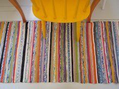 Keltainen kahvipannu: Räsymatto rakkautta Textiles, Recycled Fabric, Live Long, Scandinavian Style, Woven Rug, Pattern Design, Weaving, Dots, Stripes